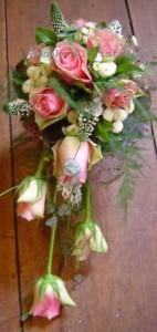 Hängender Brautstrauß Rosen