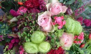 Strauß aus rosa Rosen , Hortensien, Amaranthus, Schneeball, Bartnelken