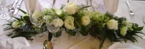 Tischgesteck in weiß, Rosen