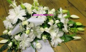 Trauergesteck weiße Lilien