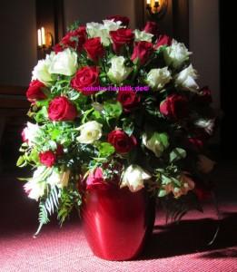 Urnenkrone mit Rosen