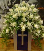 Urnenkrone weiße Rosen